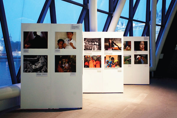 Exhibition-walling-hire system - This image shows a exhibition at the 'London Town Hall' the are for use in: (Painting, Photography, Architecture, Graphic Fine Art, Fashion, Film, Stage and Theatre)